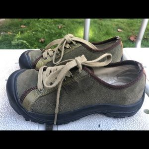 Keen Women's Olive Suede Lesther Sneakers Size 8.5